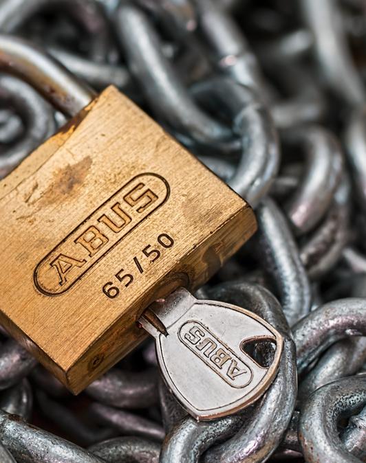 De AVG (Algemene verordening gegevensbescherming) is de wet die in Nederland beschrijft wat wel en niet mag in dit kader.